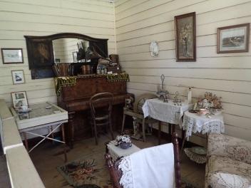 oberon-museum-inside-cottage2