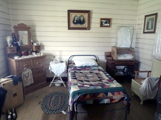 oberon-museum-inside-cottage3